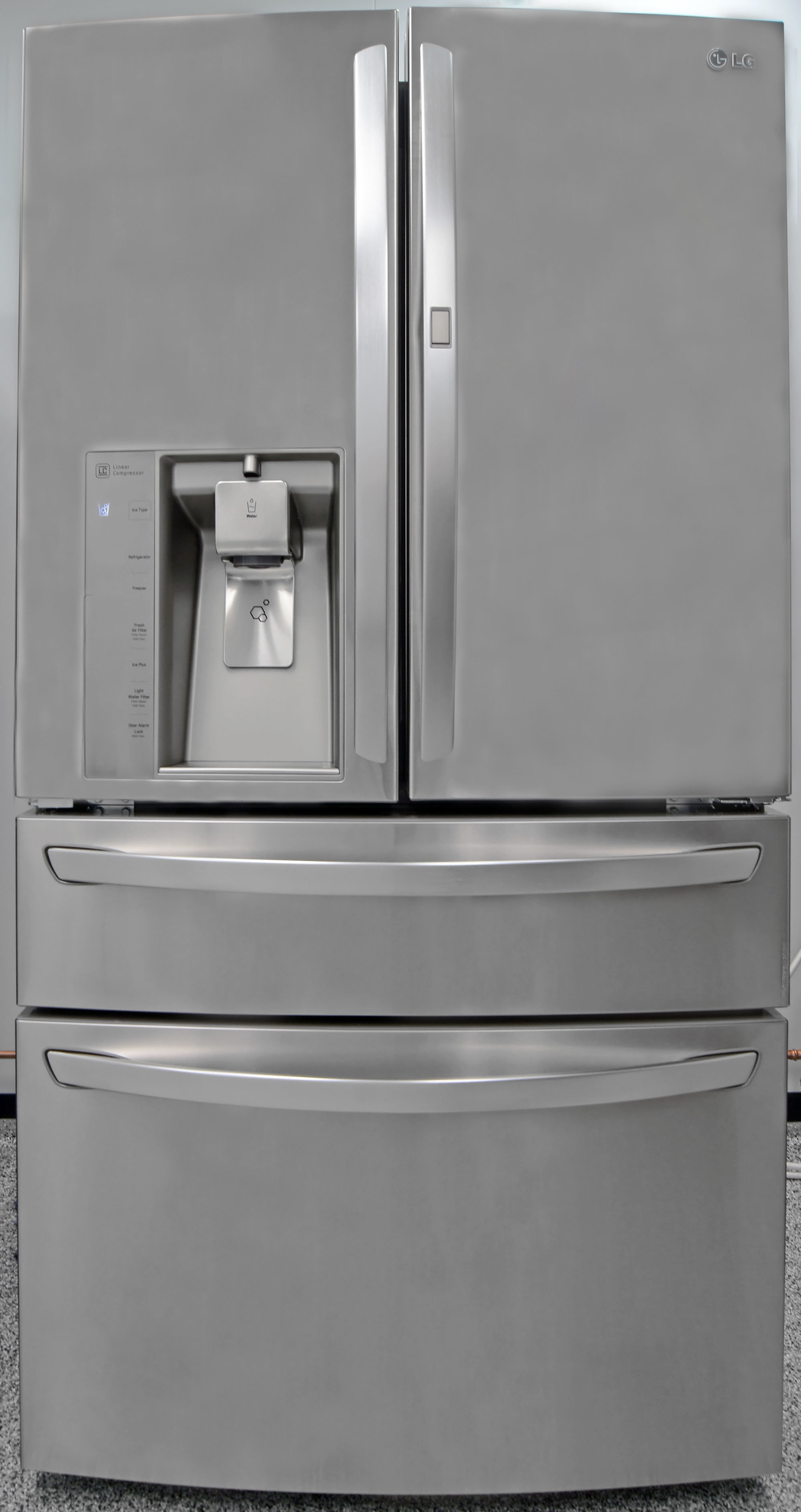 From the outside, the LG LMXS30776S looks like a fairly standard high-end fridge.