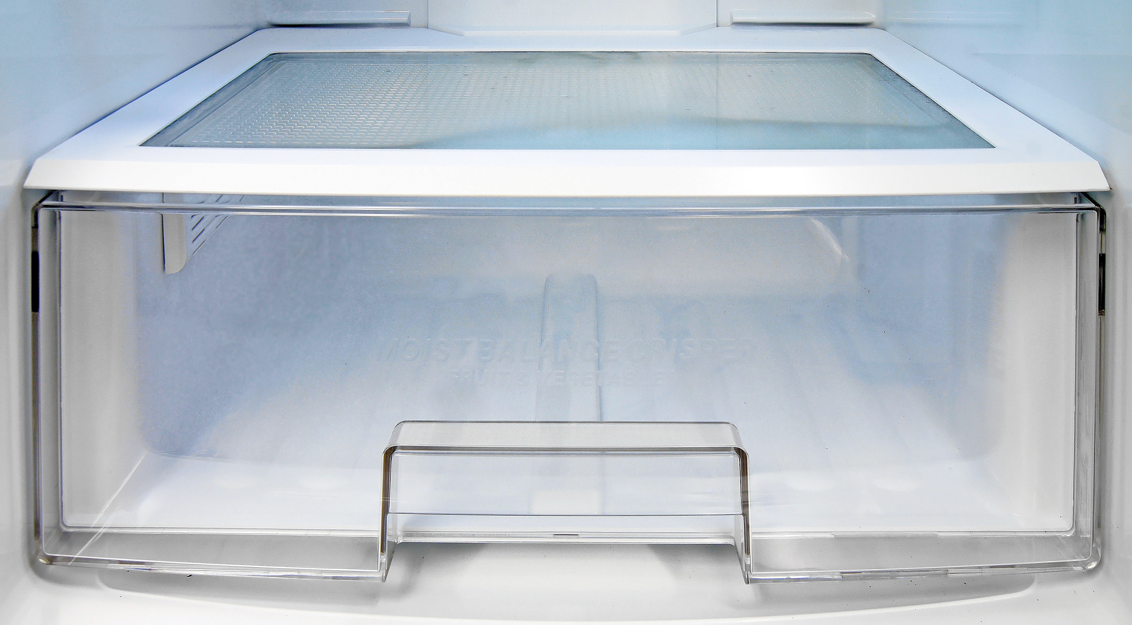 The LG LBN10551PV's crisper is just a plain sliding drawer with no humidity control.