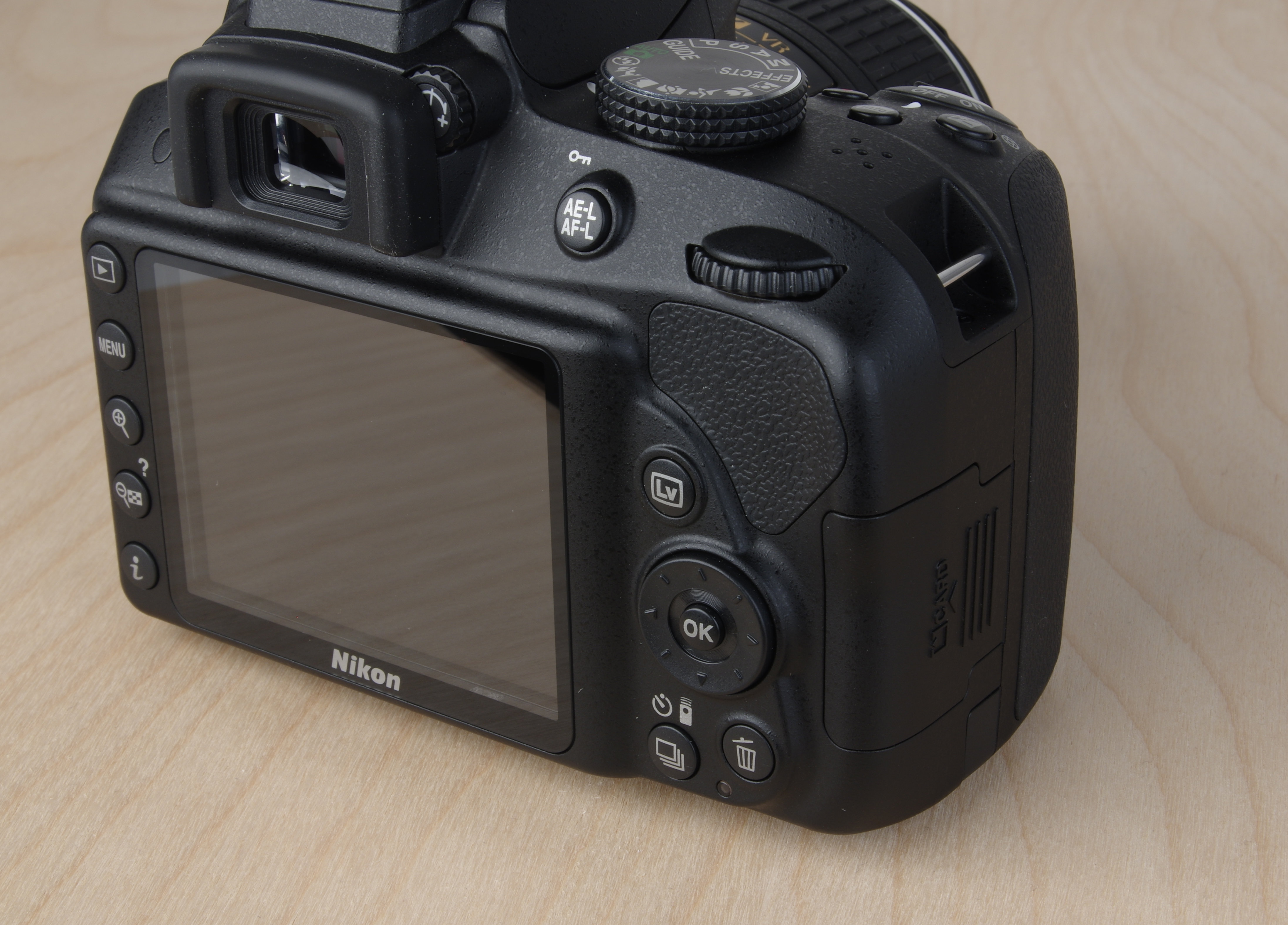 A picture of the Nikon D3300's right-rear controls.