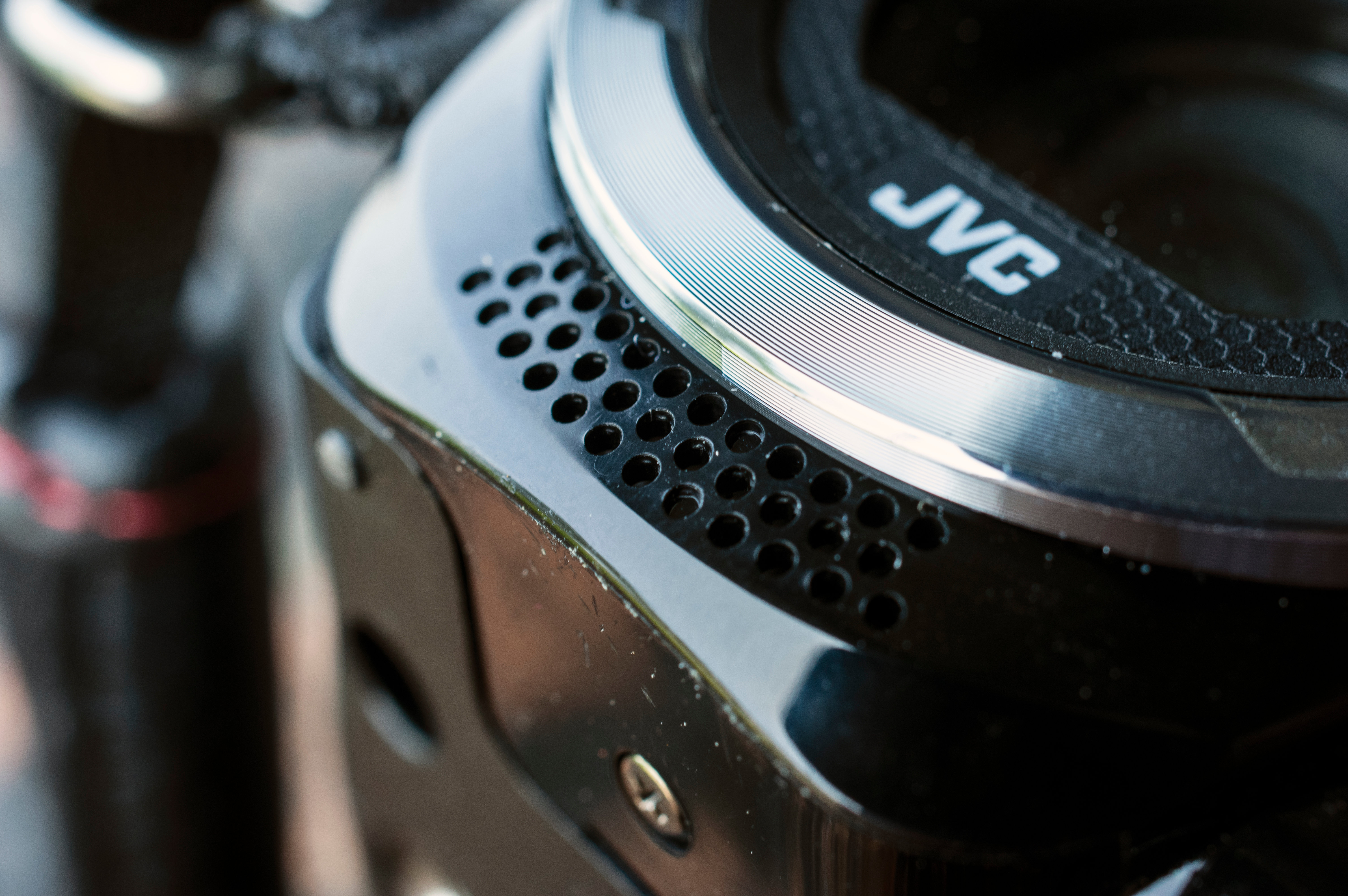 "The microphone for the The GZ-R10 is located right up front and allows for ""zooming""."