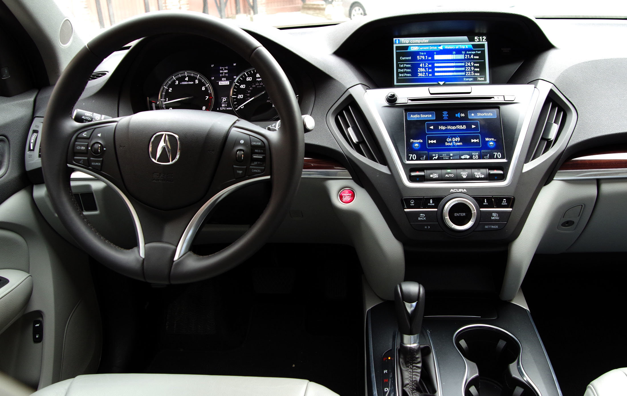 The dashboard of the 2014 Acura MDX.