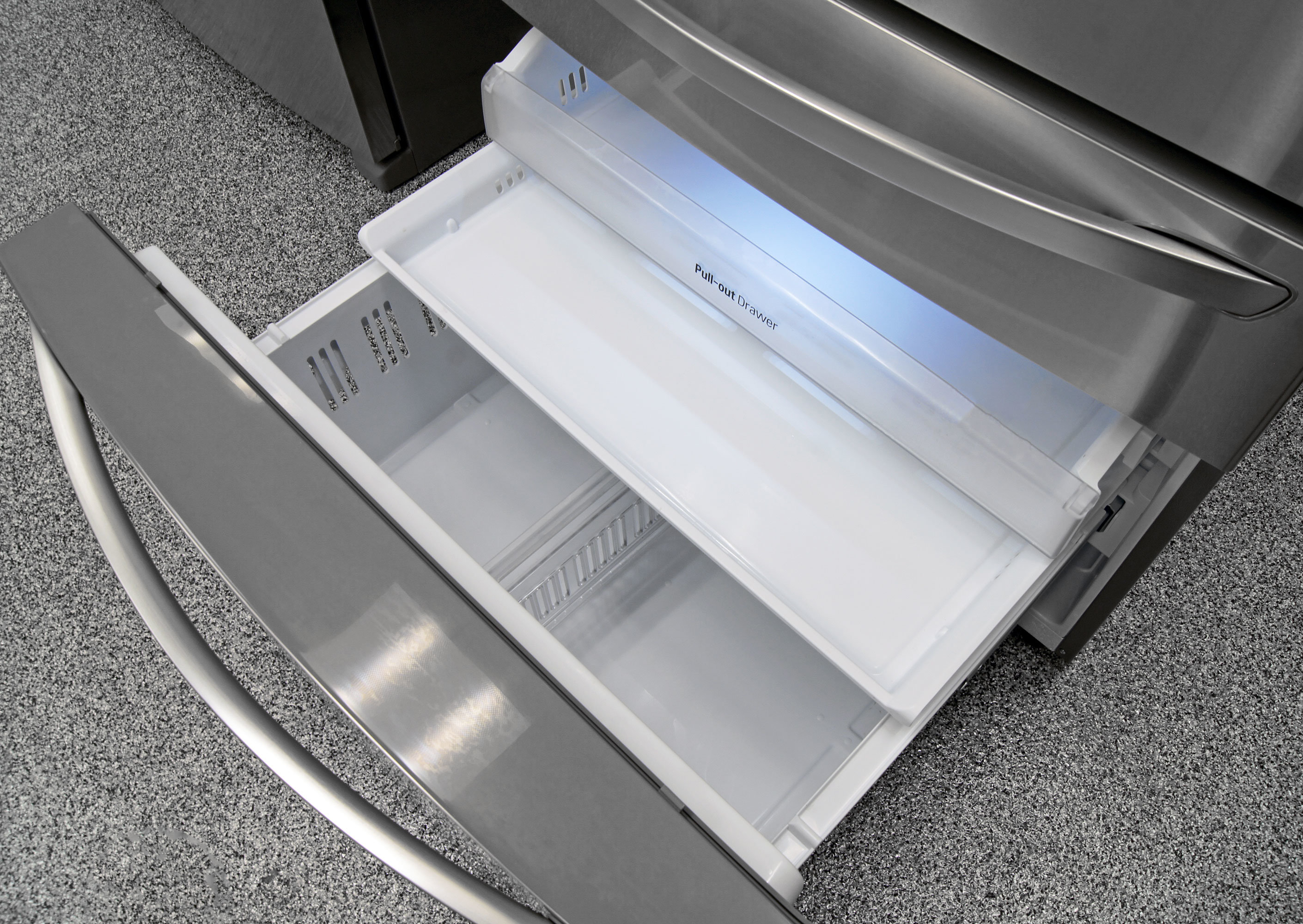 The LG LMXS30786S's freezer door opens out far enough that accessing any of the three sliding drawers shouldn't be too irritating to your back.