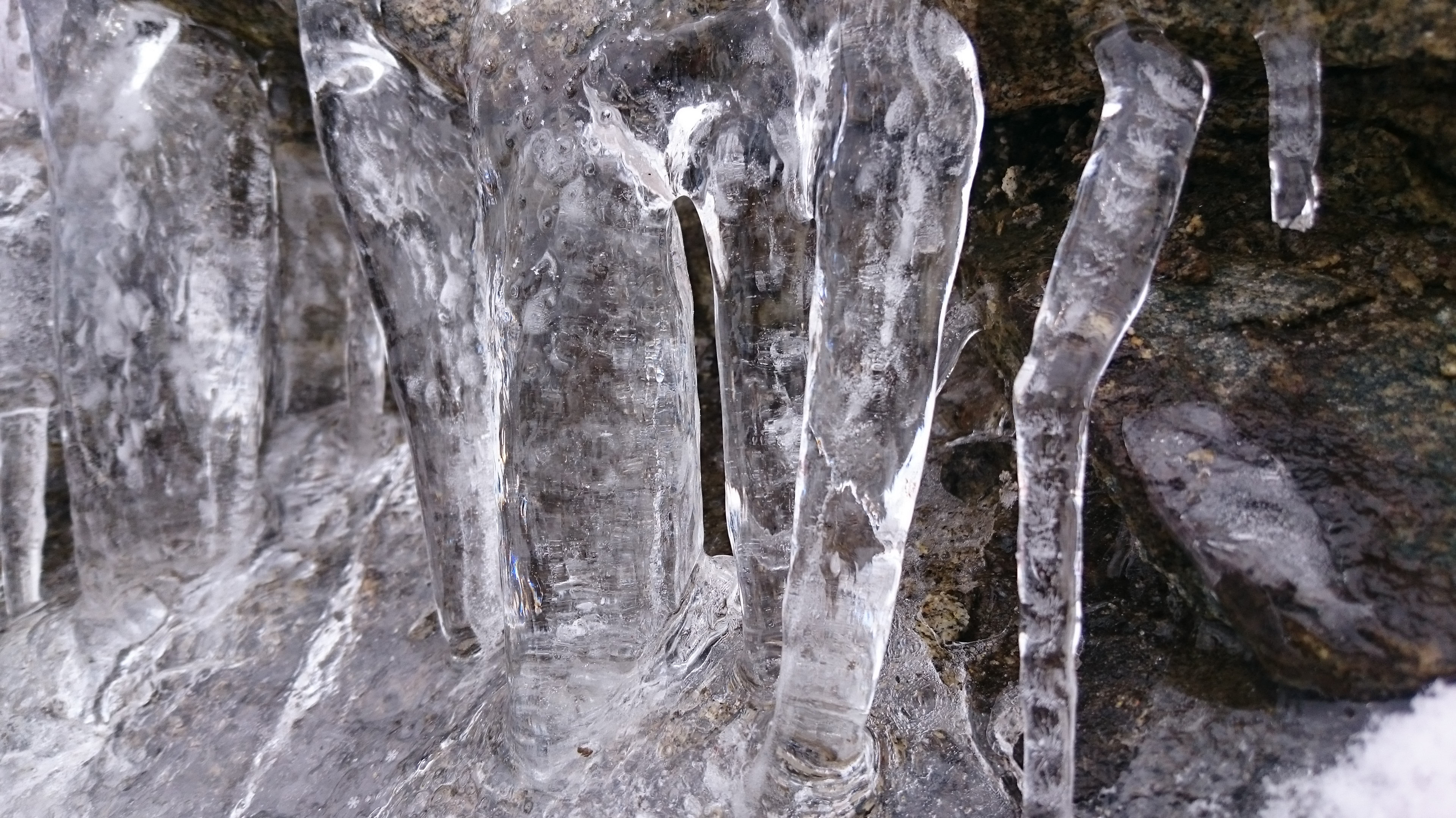 A sample photo of ice shot by the Sony Xperia Z3 Compact.