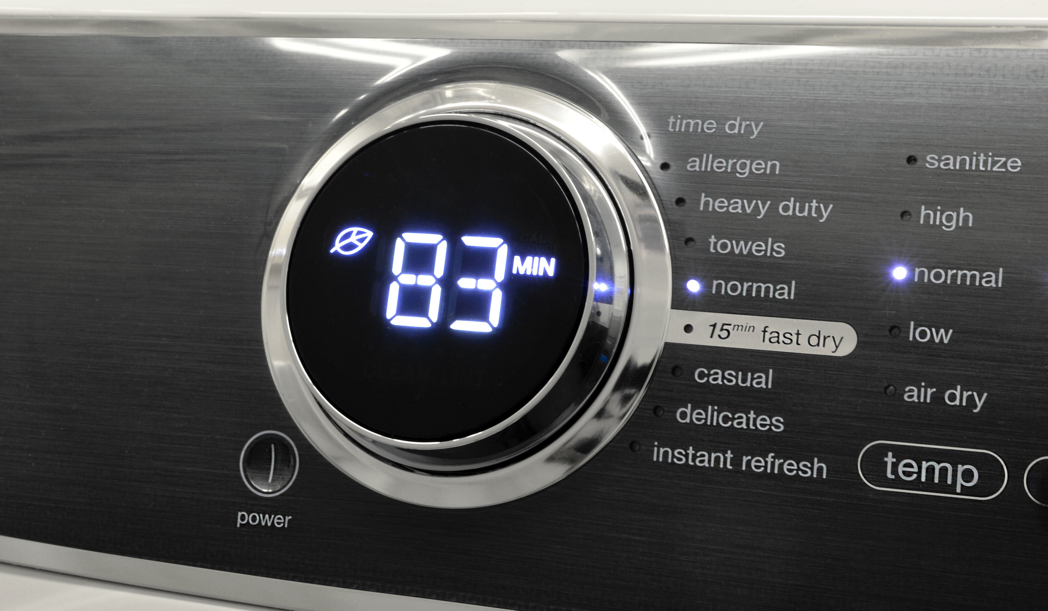 The Electrolux EFME617SIW's cycle selector blends old-school practicality with sexy modern design.