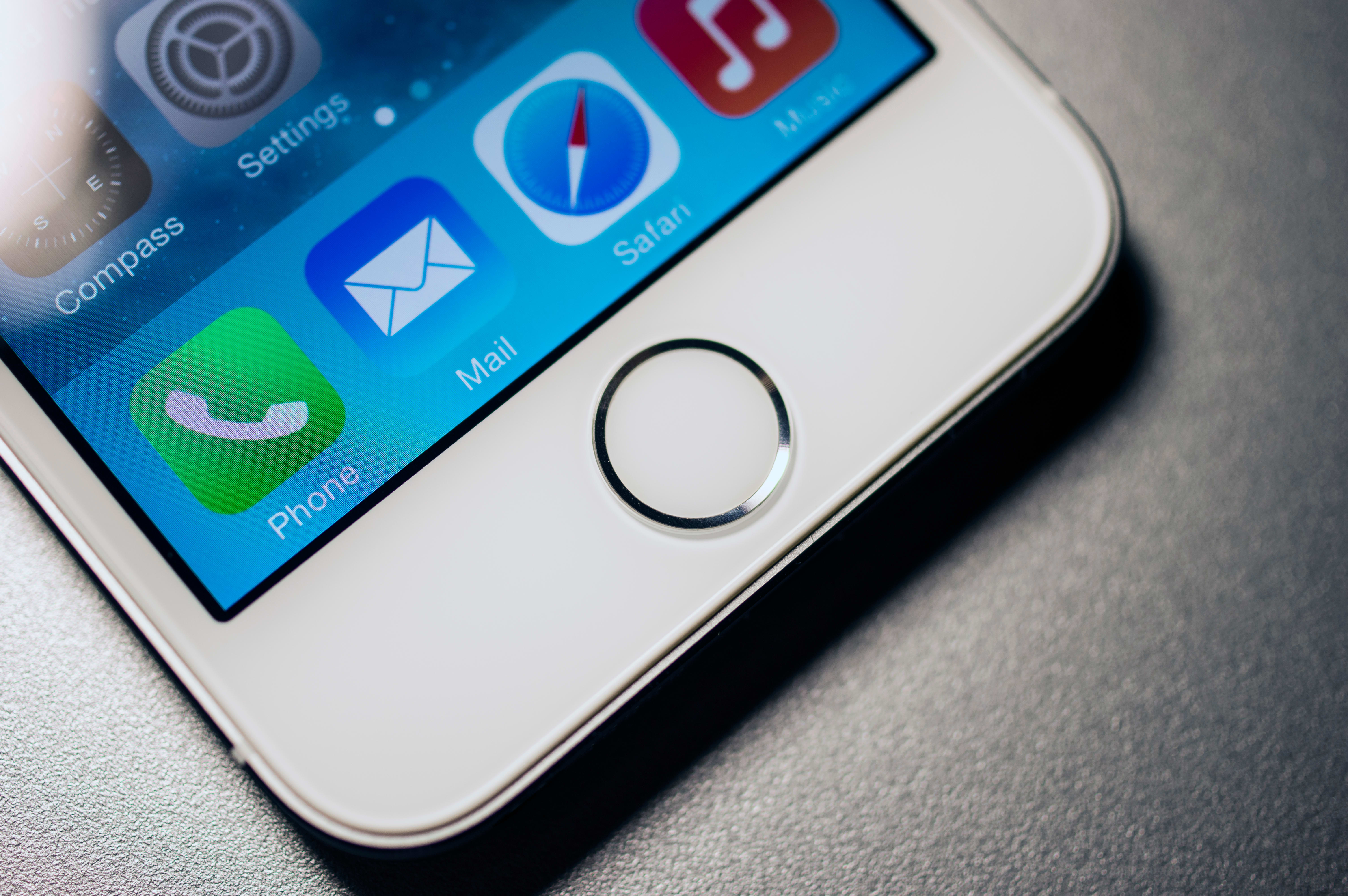 A Picture Of The Apple IPhone 5su0027 Home Button.