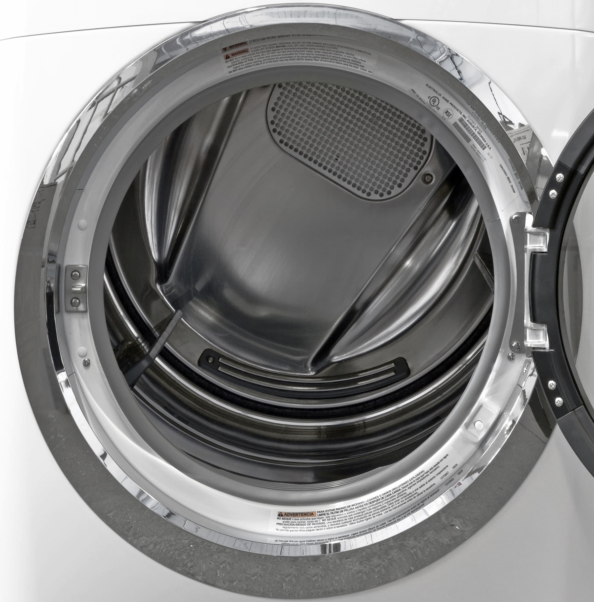 A stainless steel interior comes as no surprise for a high-end machine like the Electrolux EWMGD70JIW.