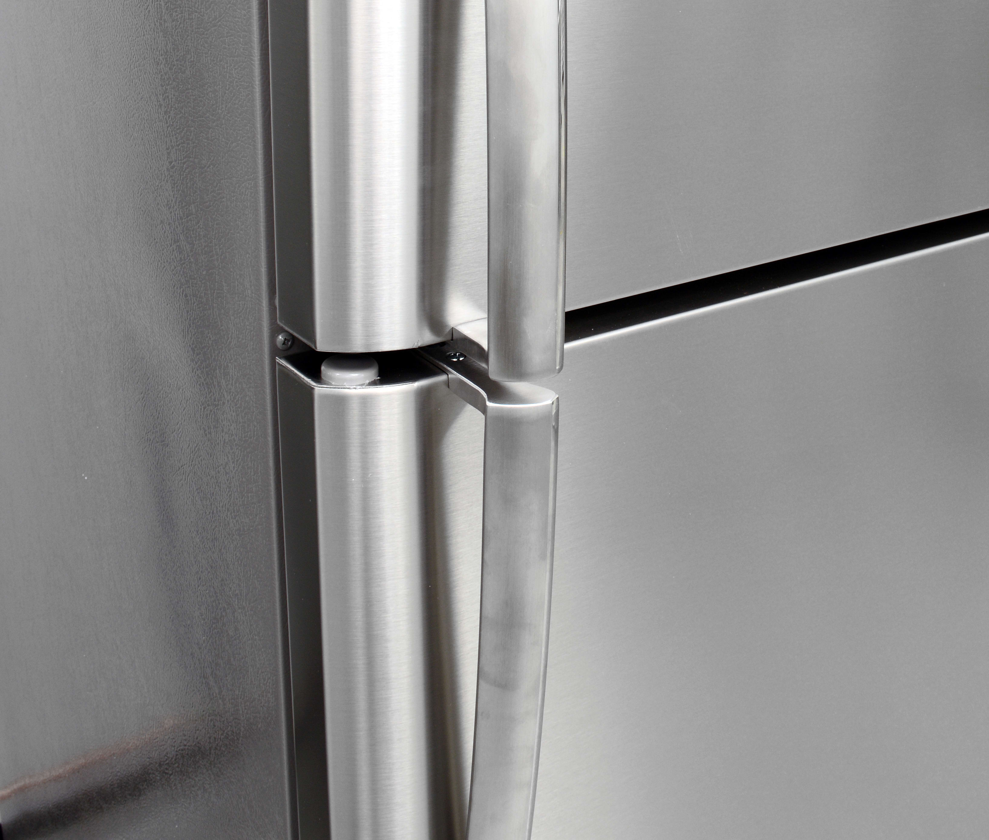 The Frigidaire Gallery FGHI2164QF's door handles feel sturdy and are easy to grip.