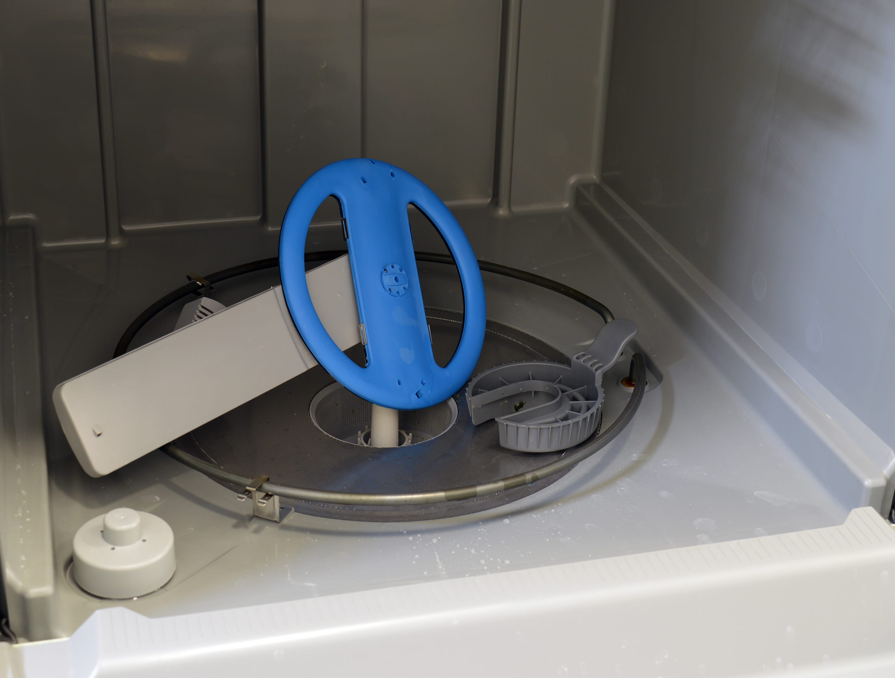 Frigidaire Gallery FGID2466QF detached filter and glass trap