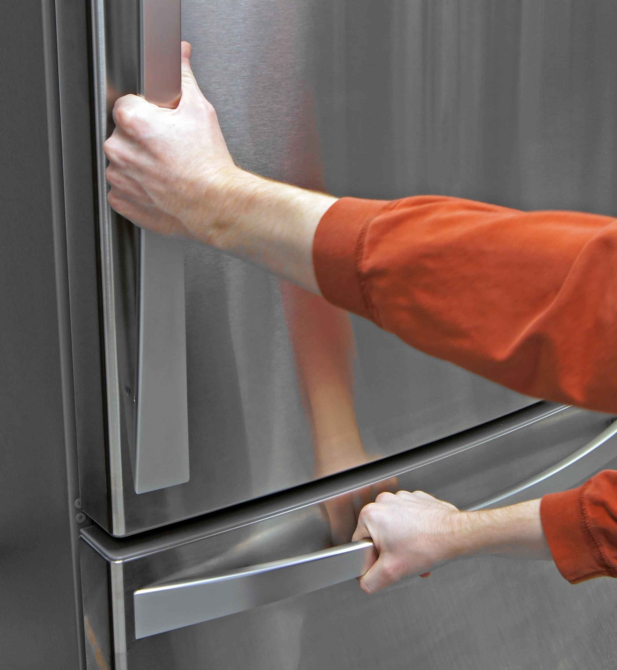The Kenmore Elite 79043's long, tapering handles are comfortable to grip.