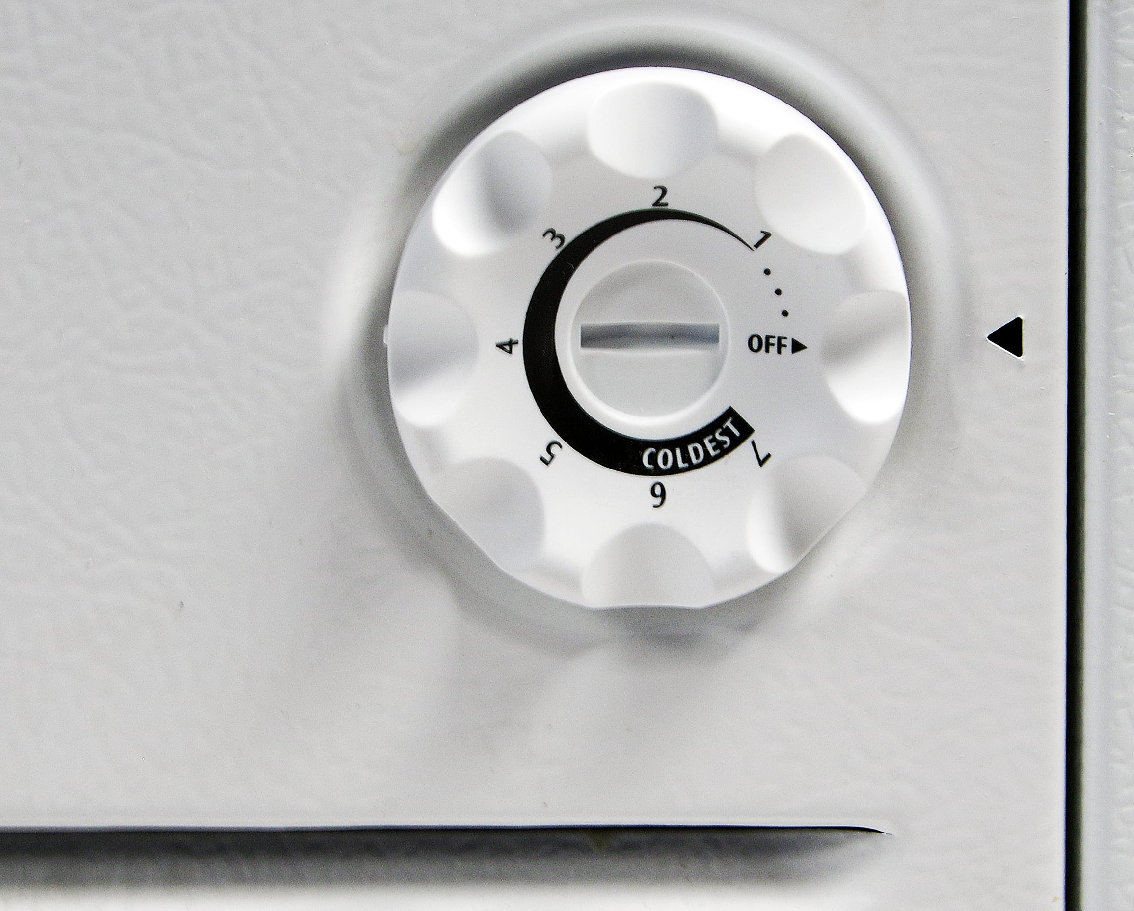 The Frigidaire FFFC16M5QW's recommended setting is cold enough, but you may want to turn it down in order to compensate for temperature shifts.