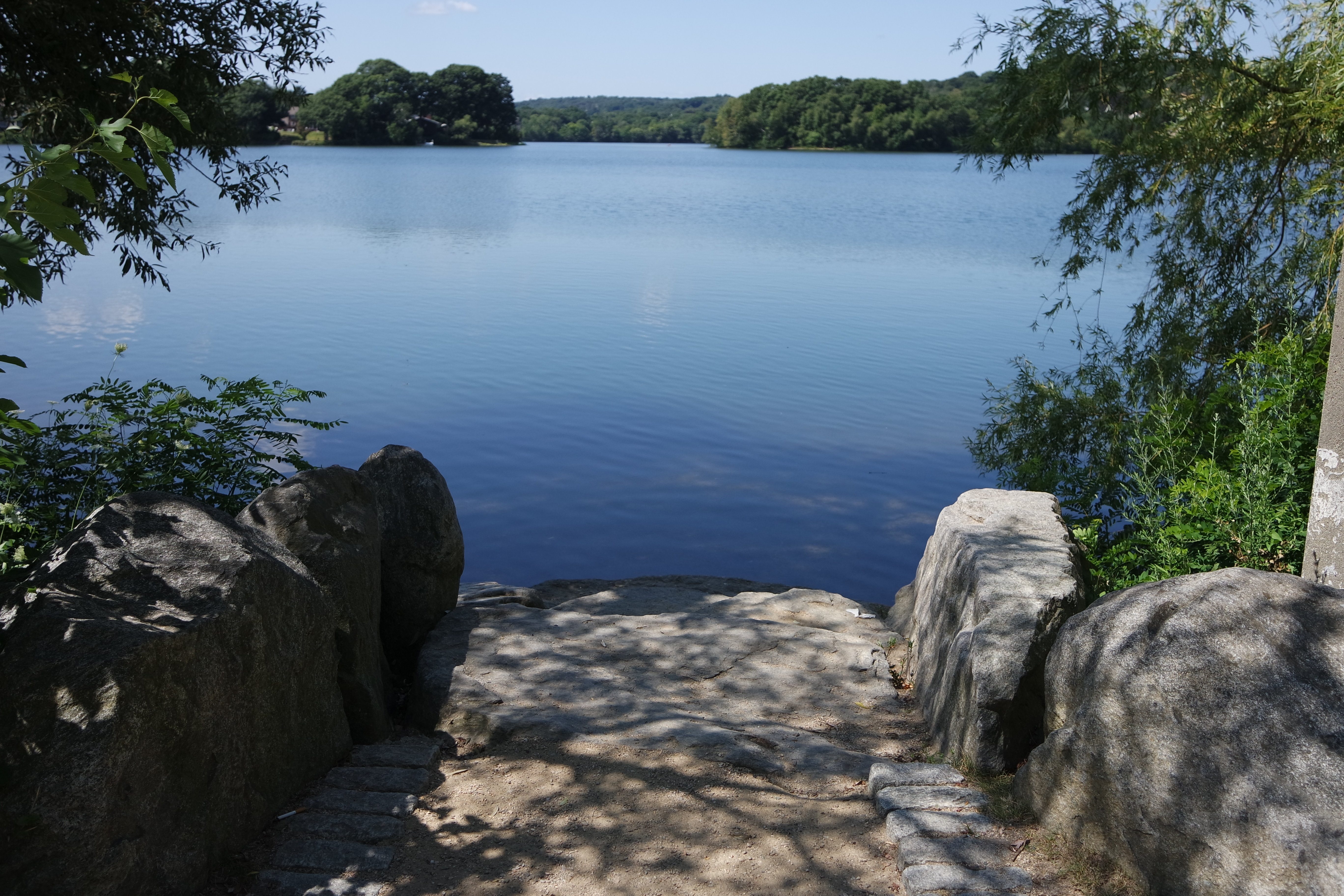 A sample photo of a lake shot by the Samsung NX3000.