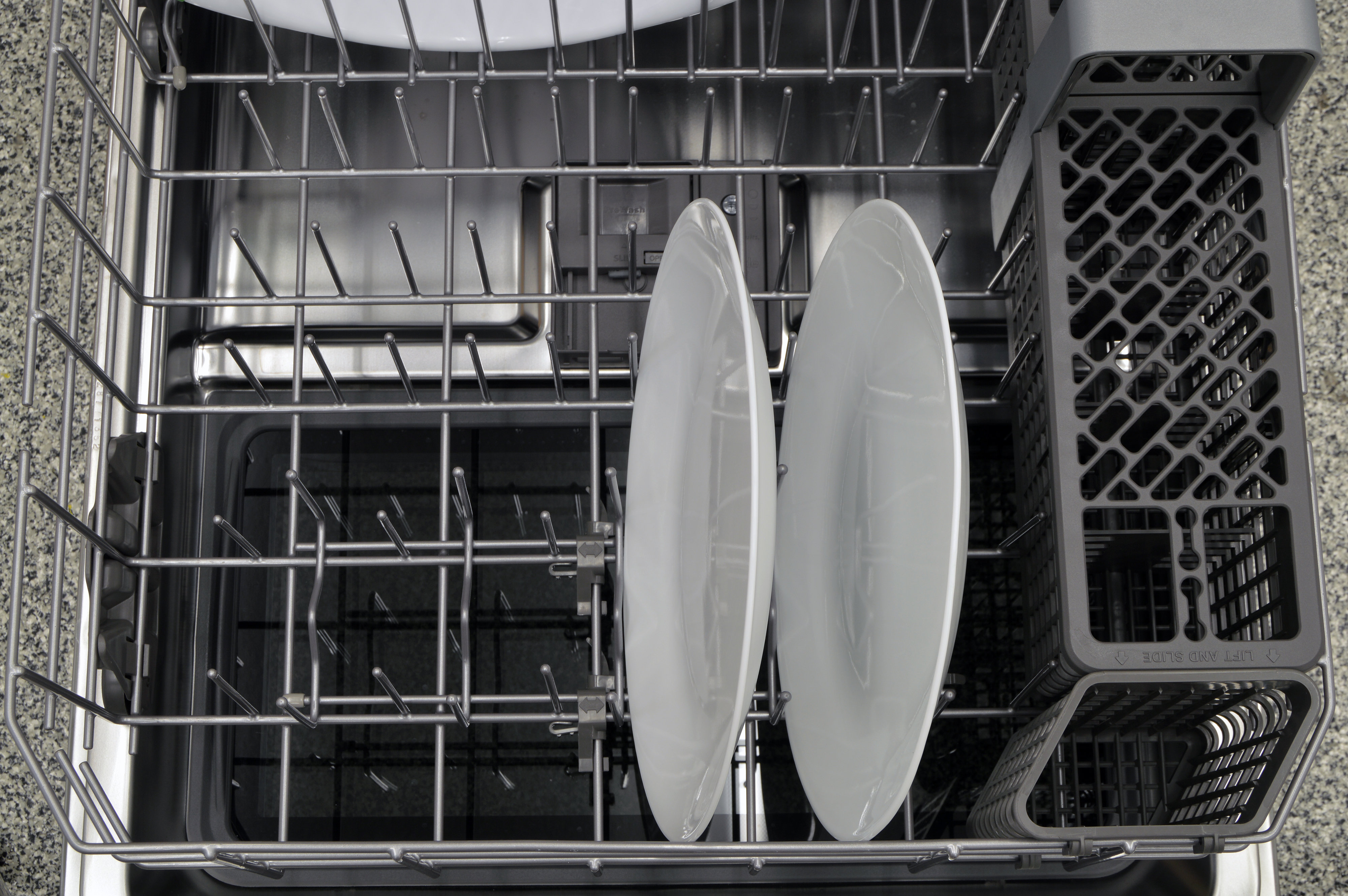 Thin plates placed on the lower rack