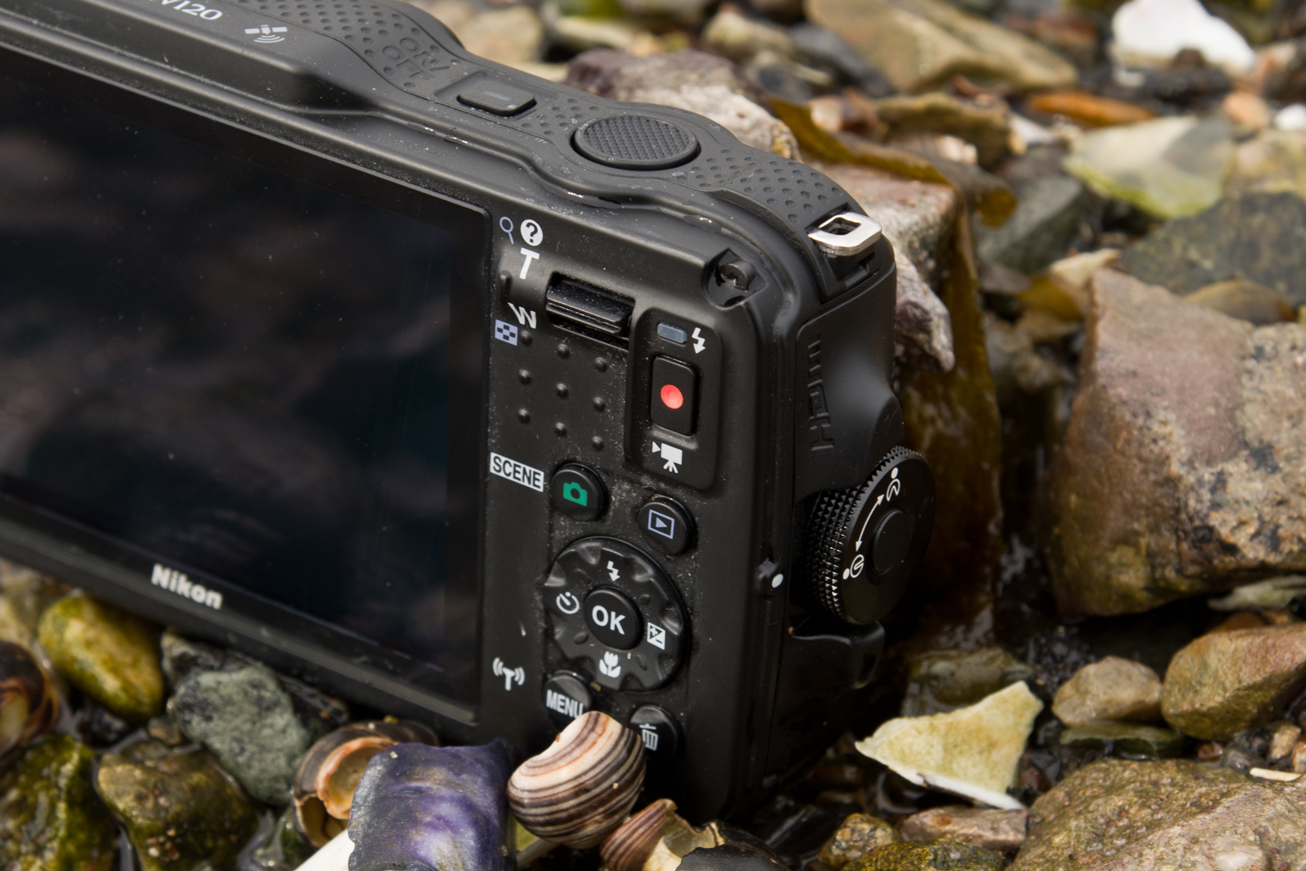 A shot of the Nikon Coolpix AW120's controls in the wild.