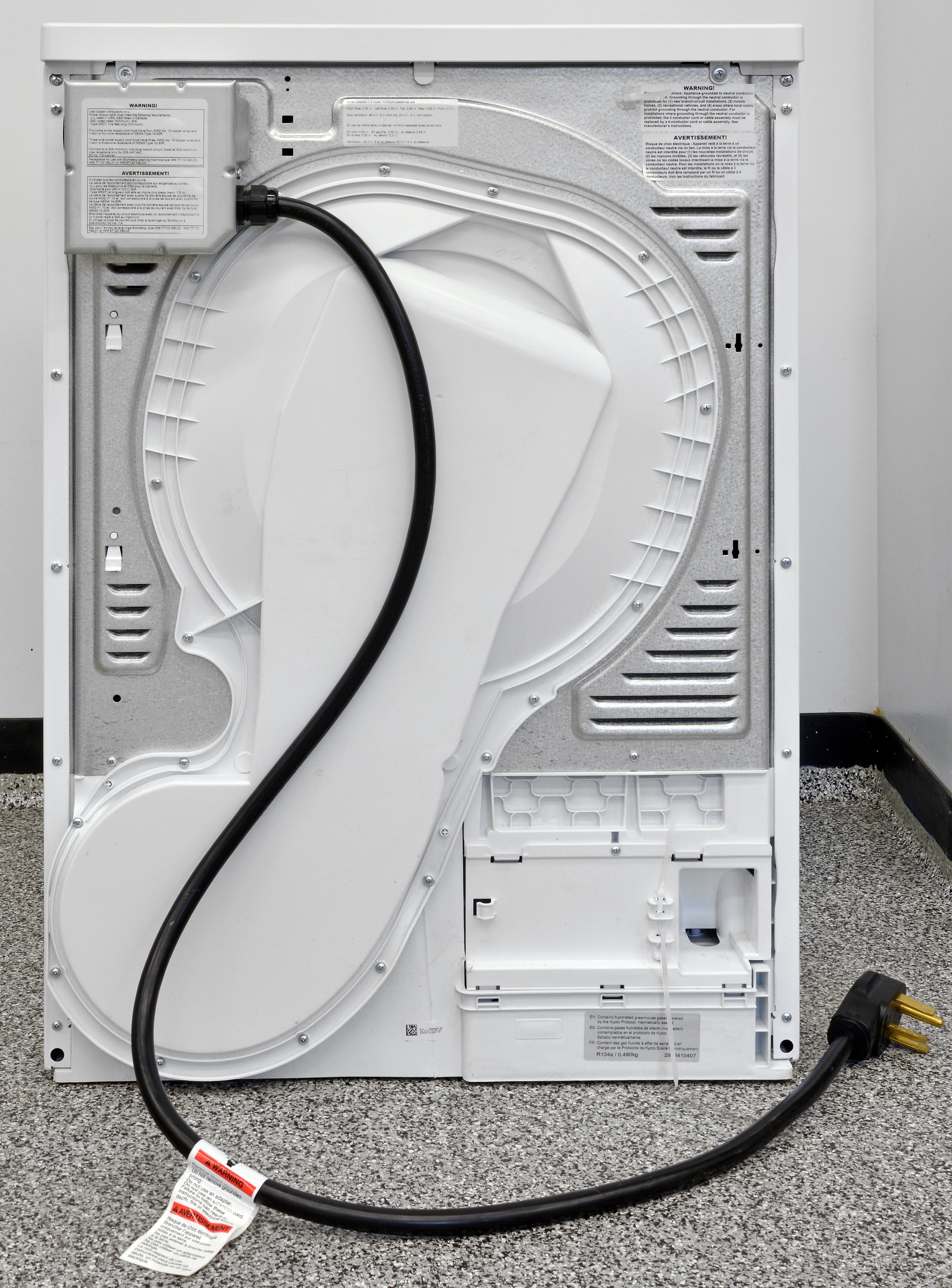 No vent, just a hose for draining water. Plus, the Blomberg DHP24412W comes with a built-in power cable!