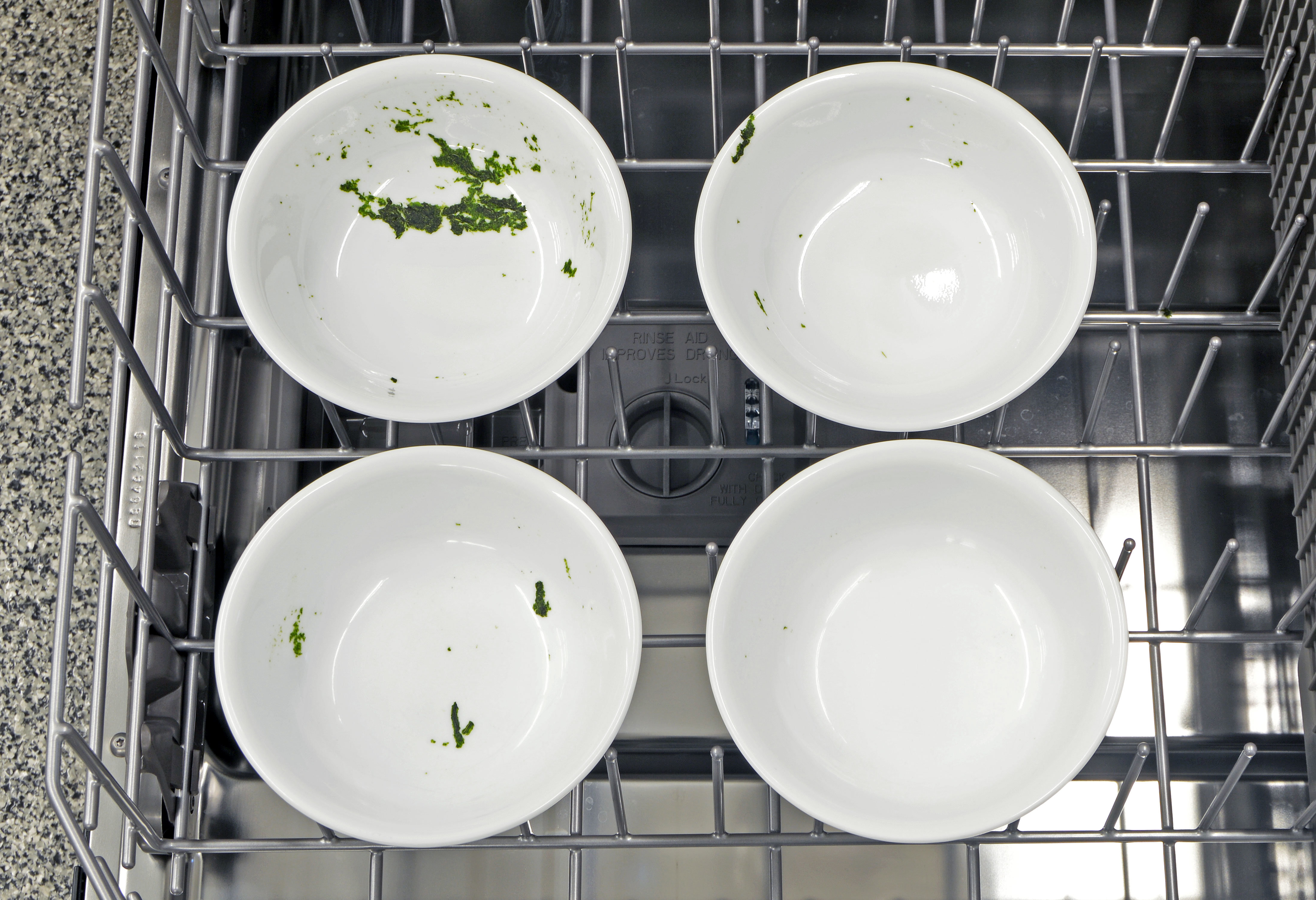 These are the spinach results from the Normal cycle. As you can see, the IKEA Renlig IUD8555DX only came close to cleaning one of the four bowls.