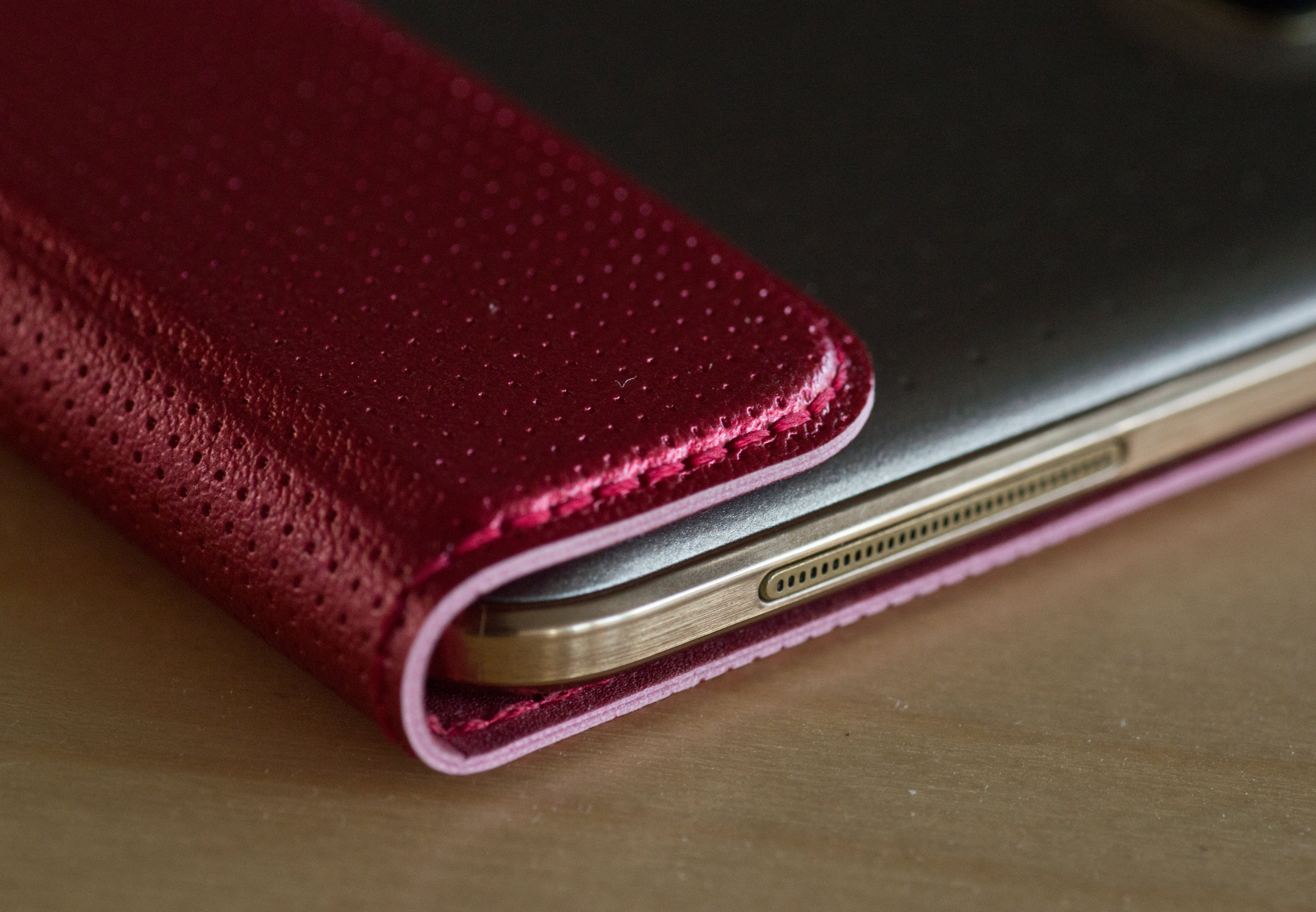 A photograph of the Samsung Galaxy Tab S 8.4's case.