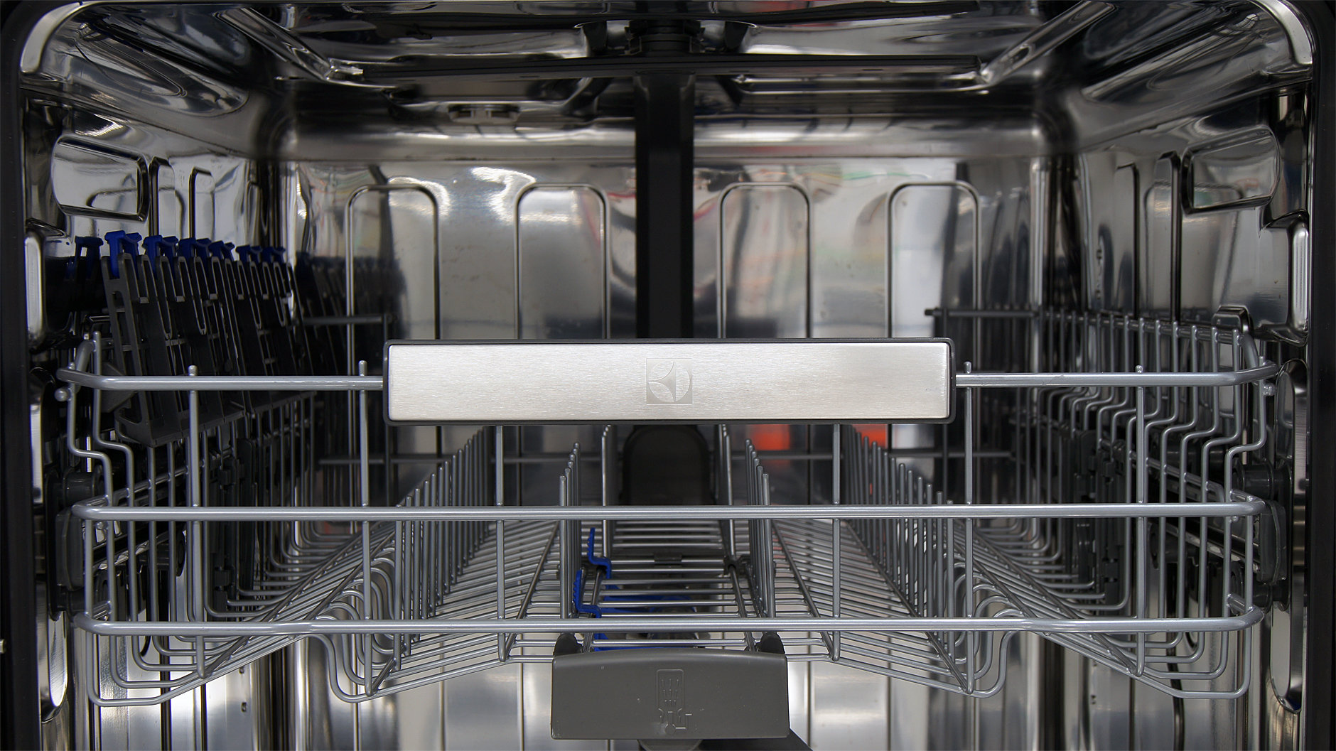 Electrolux EI24ID30QS front of top rack