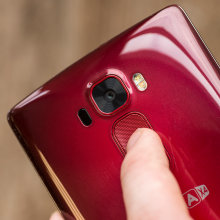 lg-g-flex-2-review-design-camera.jpg