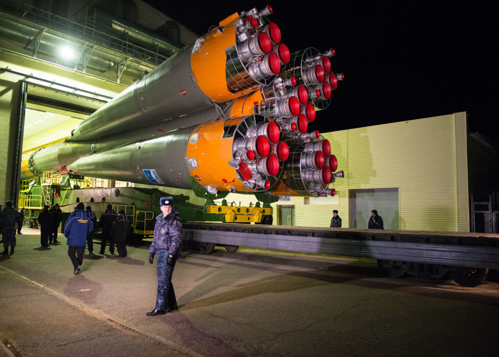 Soyuz TMA-15M Rolls Out to Launch Pad.jpg