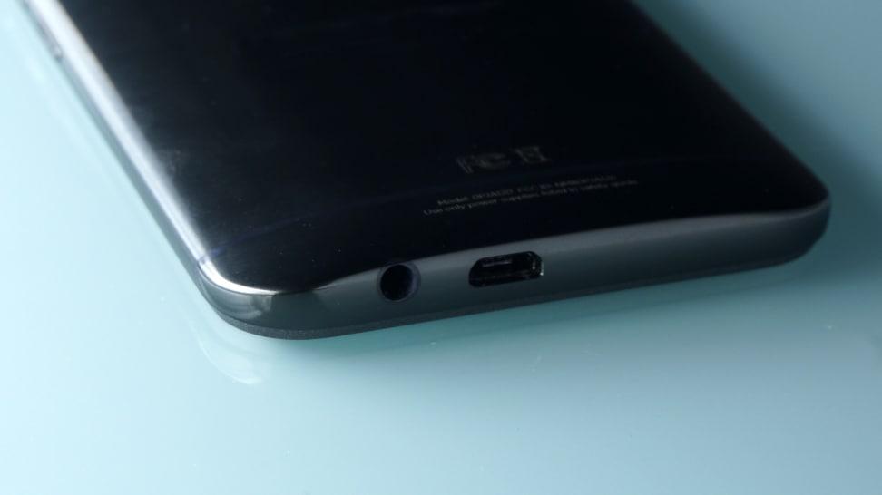 HTC One M9 headphone input
