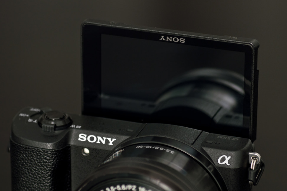 Sony-a5100-review-design-screen-flip.jpg