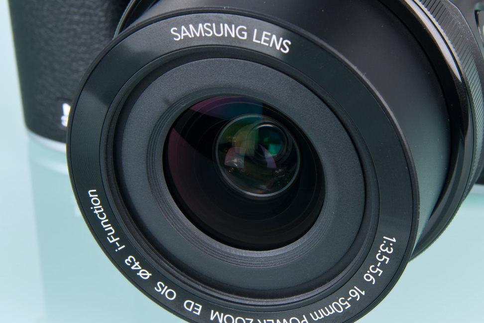 samsung-nx3000-review-design-aperture.jpg