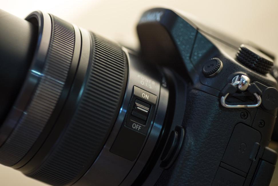 panasonic-12-35mm-f2p8-review-design-camera-side.jpg