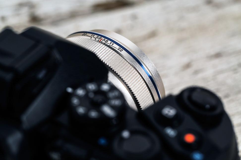 olympus-17mm-review-design-camera-top.jpg