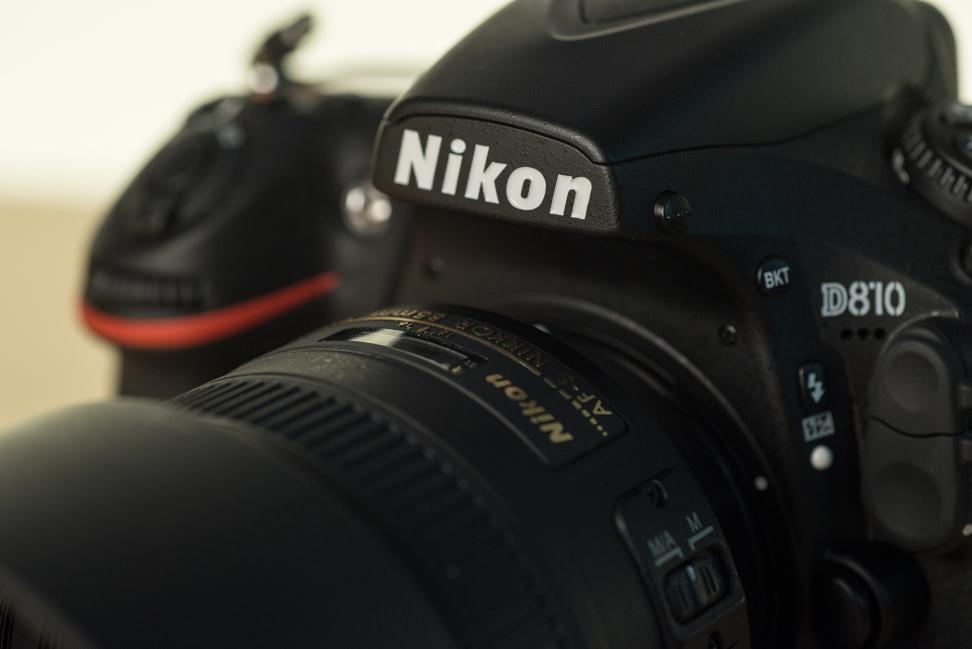 nikon-85mm-f1p8-review-design-camera-top.jpg