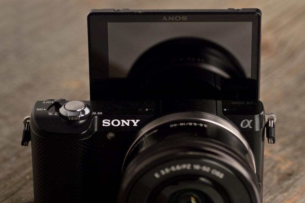 sony a5000. sony-a5000-review-design-screen.jpg sony a5000