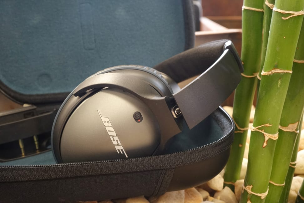 Bose-QC-25-Folded-in-Case.jpg