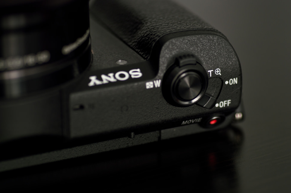 Sony-a5100-review-design-power.jpg