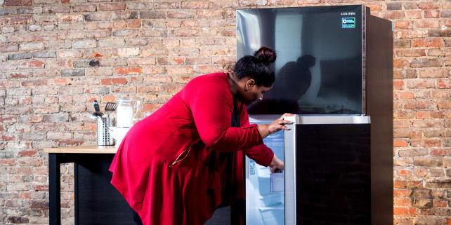 Samsung-black-stainless-RT18M6215-AA-refrigerator
