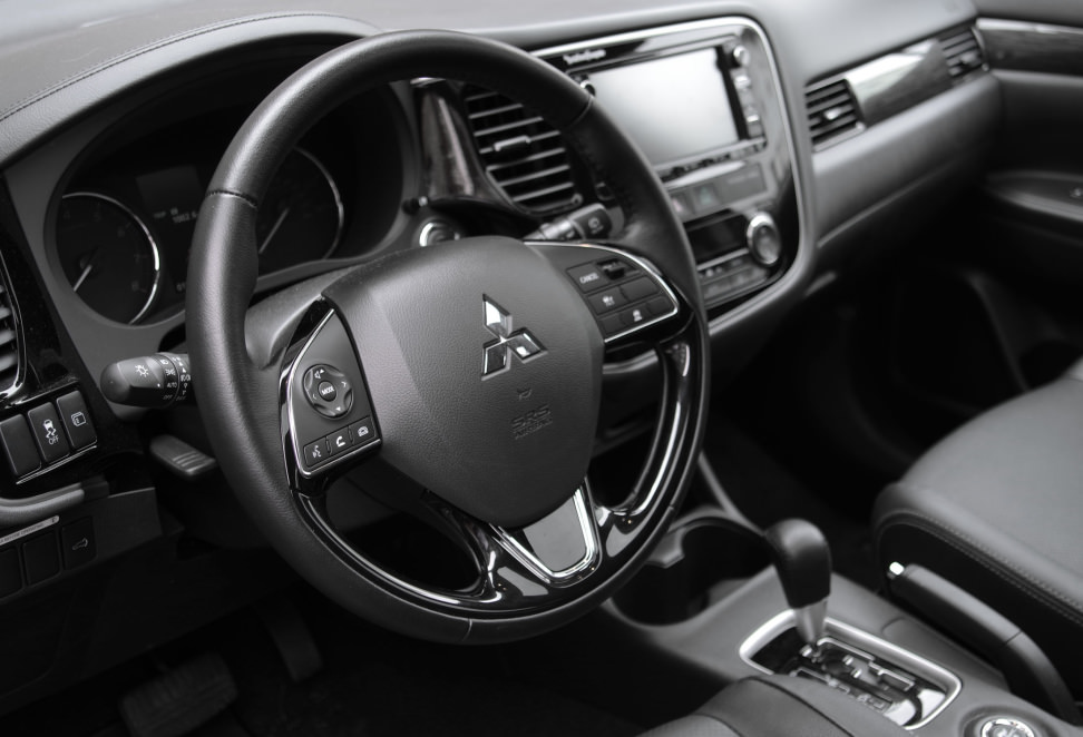 2016 mitsubishi outlander review 7 seats awd 25k cars. Black Bedroom Furniture Sets. Home Design Ideas