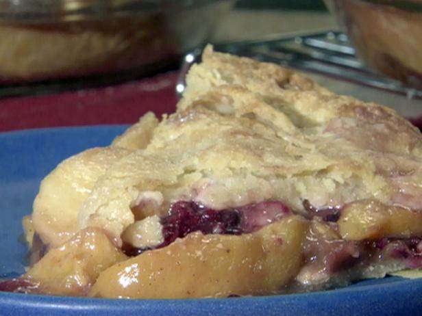 Bobby-Flay-Peach-Blackberry-Pie.jpg
