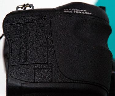 Fujifilm-finepix-s2000hd-right-375.jpg