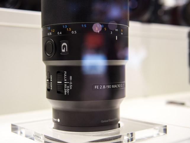 FE 90mm f/2.8 Macro G OSS –Side View