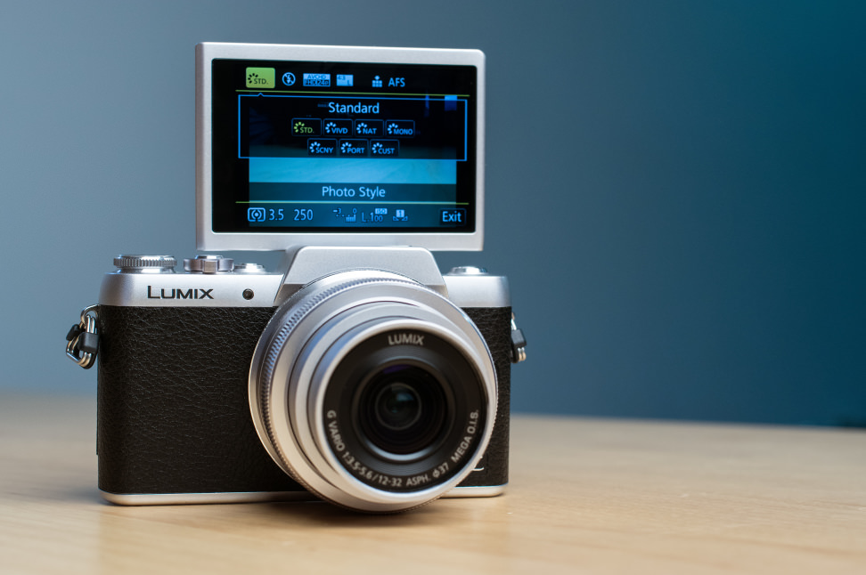 Panasonic Lumix DMC-GF7 Selfie Mode