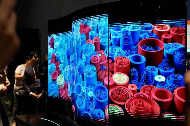 LG Vertically Tiling Display