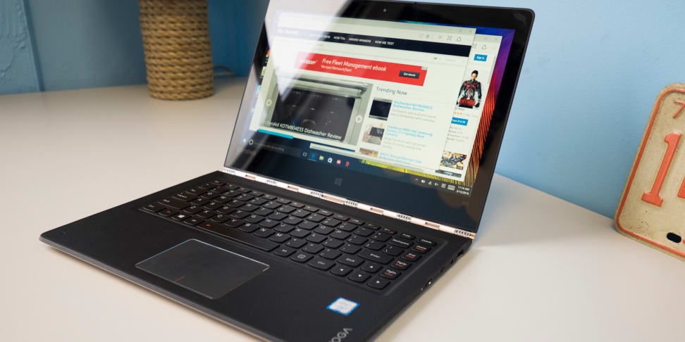 Lenovo Yoga 900 On A Desk